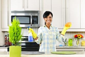 спрей для очистки кухонной поверхности
