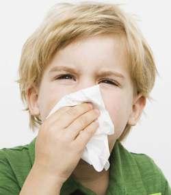 лечить насморк у ребенка